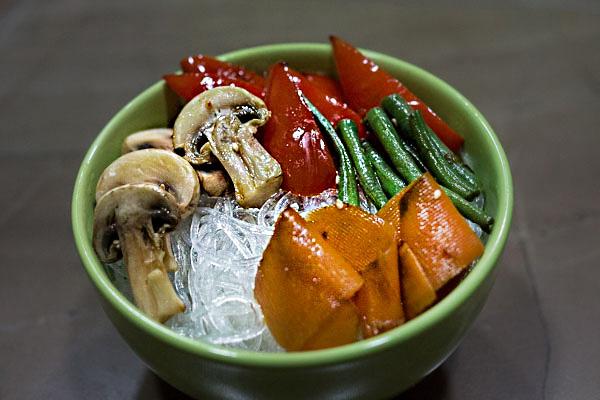 Стеклянная лапша с овощами