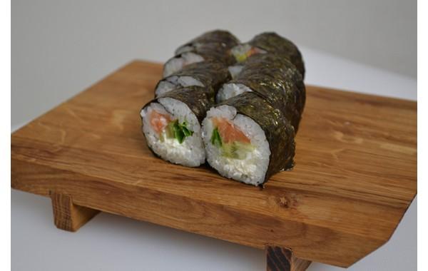 Футомаки с копченым лососем и сыром
