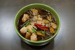 Суп с гречневой лапшой и морепродуктами острый